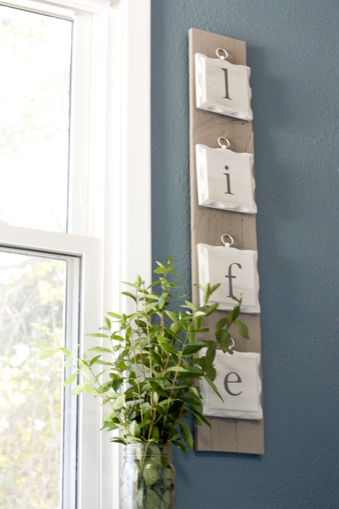 See how she turned these old, dated wall hangings into a beautiful pallet sign.