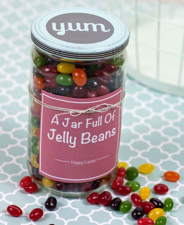 LOVE this candy gift jar - can you get any cuter?! Free label printable too.