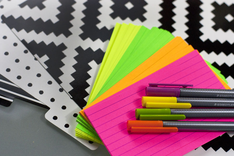 This blog post has great advice for making a simple to do list with note cards. Love that idea!