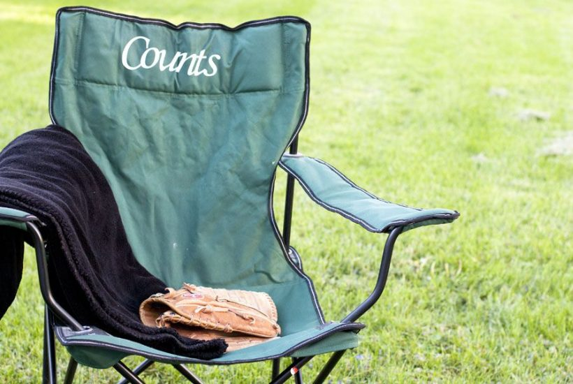 Check out this super simple idea for a personalized lawn chair using your Silhouette and HTV.