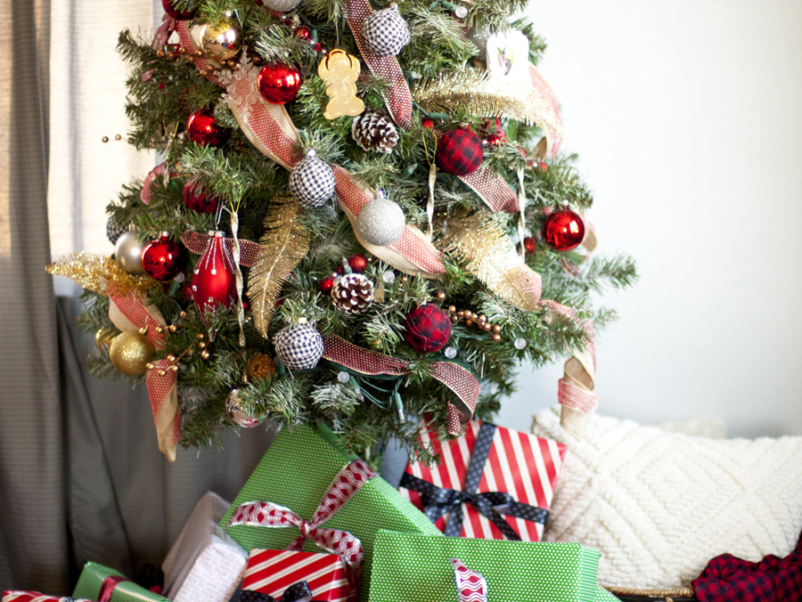 A Thrifty Hack Step By Guide To Decorating Scraggly Christmas Tree On Budget