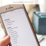 hands-holding-phone-with-evernote-grocery-list-with-checkboxes