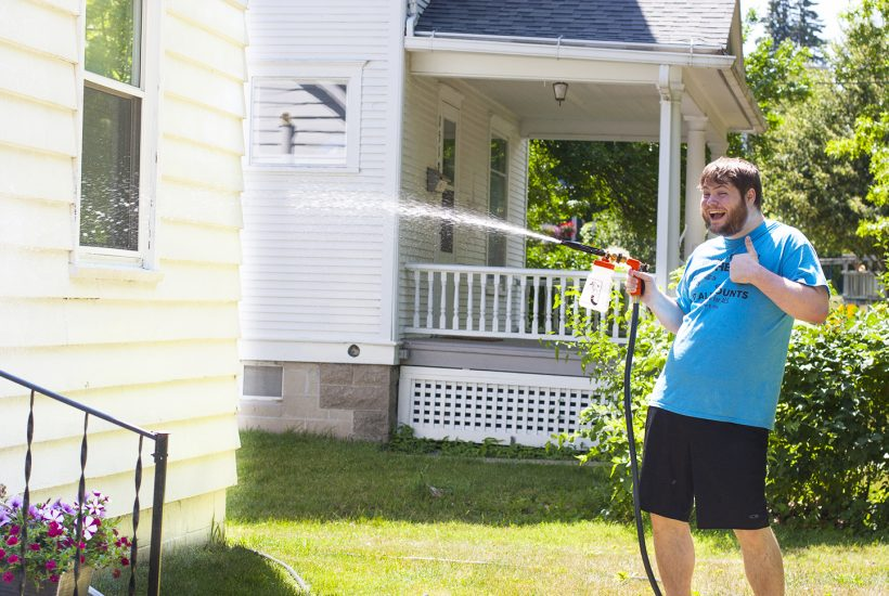 This is genius! What an easy way for washing a house exterior without a pressure washer. I need to do this to my siding, windows, gutters and pavement. So smart. #Gilmour #Ad