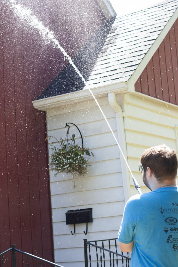 This is genius! What an easy way to wash a house exterior without a pressure washer. I need to do this to my siding, windows, gutters and pavement. So smart. #Gilmour #Ad