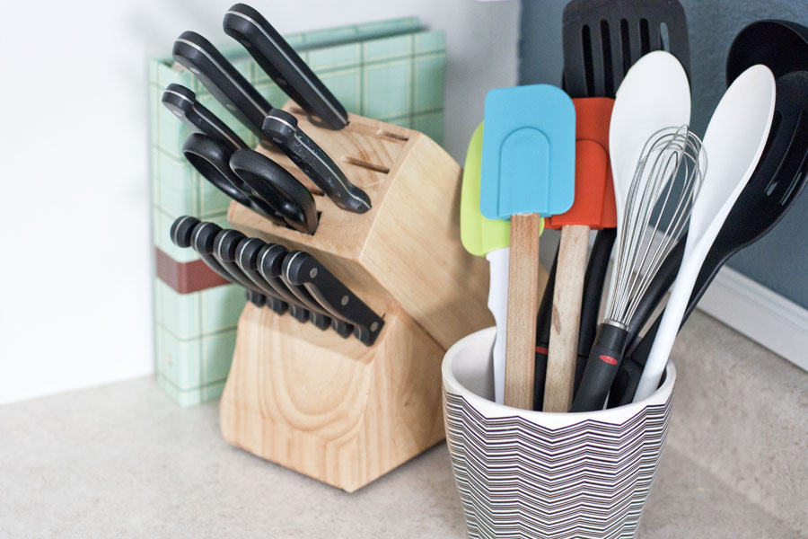 Tired of slaving away in the kitchen? Want to keep meal time organized AND stress free? This list is full of great tips to save time in the kitchen. I love that she's sharing practical ideas that I can easily implement.