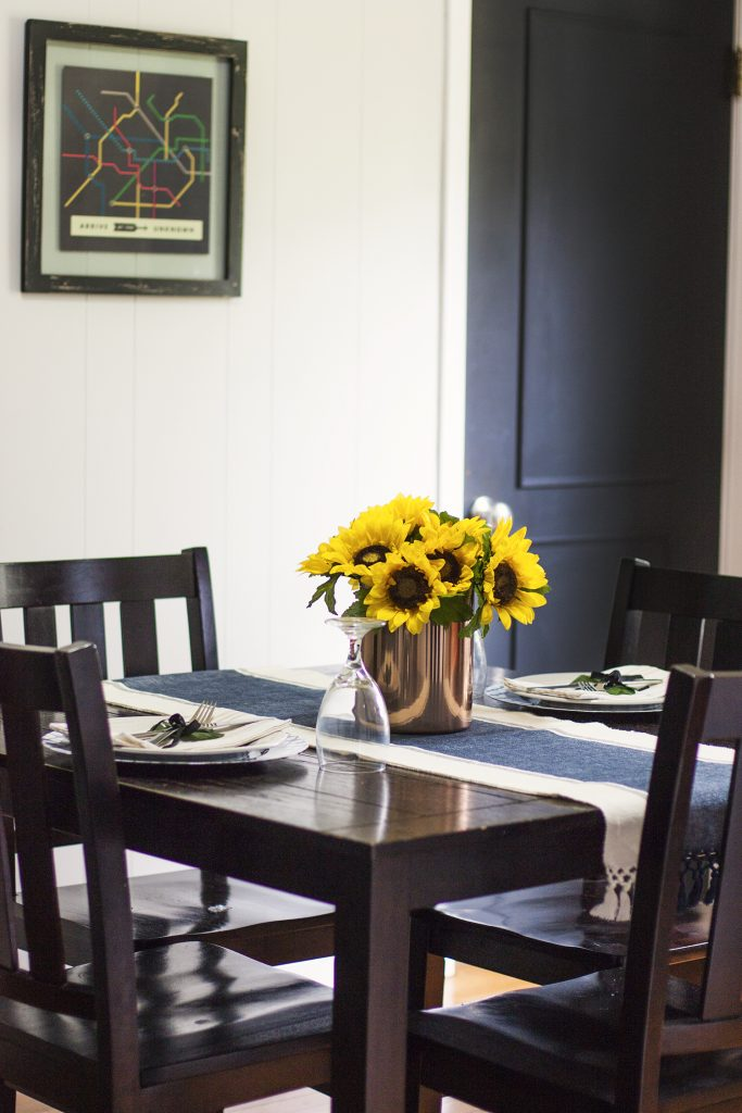 Love This Simple Summer Tablescape Sunflower Centerpiece Table Setting And Easy Dining Room