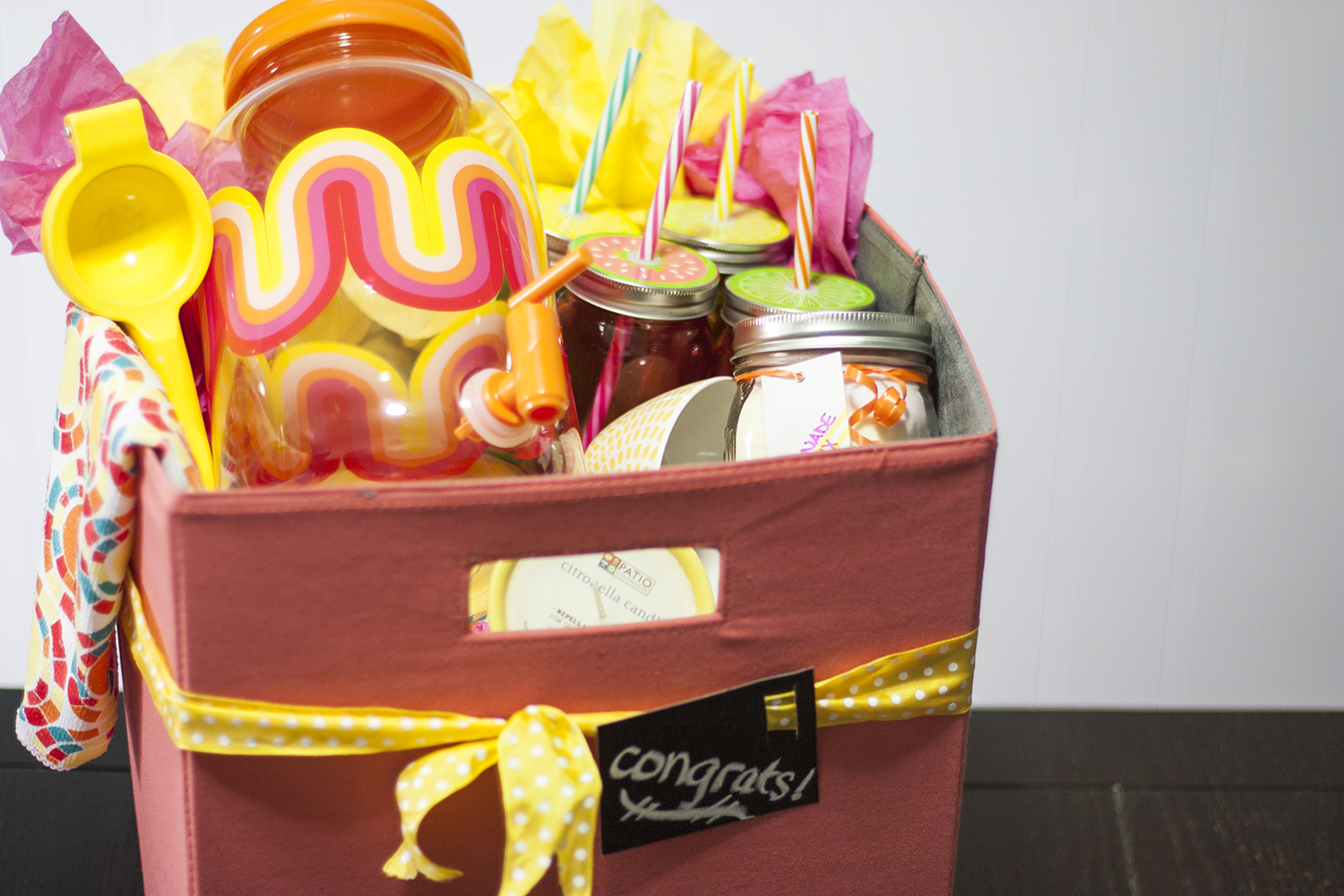 This Lemonade Gift Basket Is Absolutely Adorable What A Fun DIY For Any