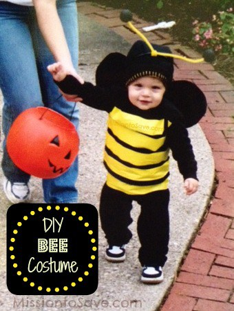 I love this cute DIY baby costume! So many good homemade and cheap costumes for babies and toddlers in this post.