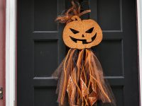 DIY Halloween Wreath – Dollar Store Door Decor