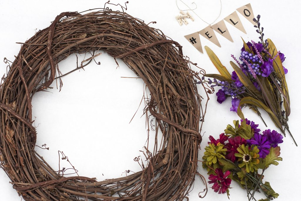 LOVE THIS! Learn how to make this pretty DIY fall wreath. It could not be easier!