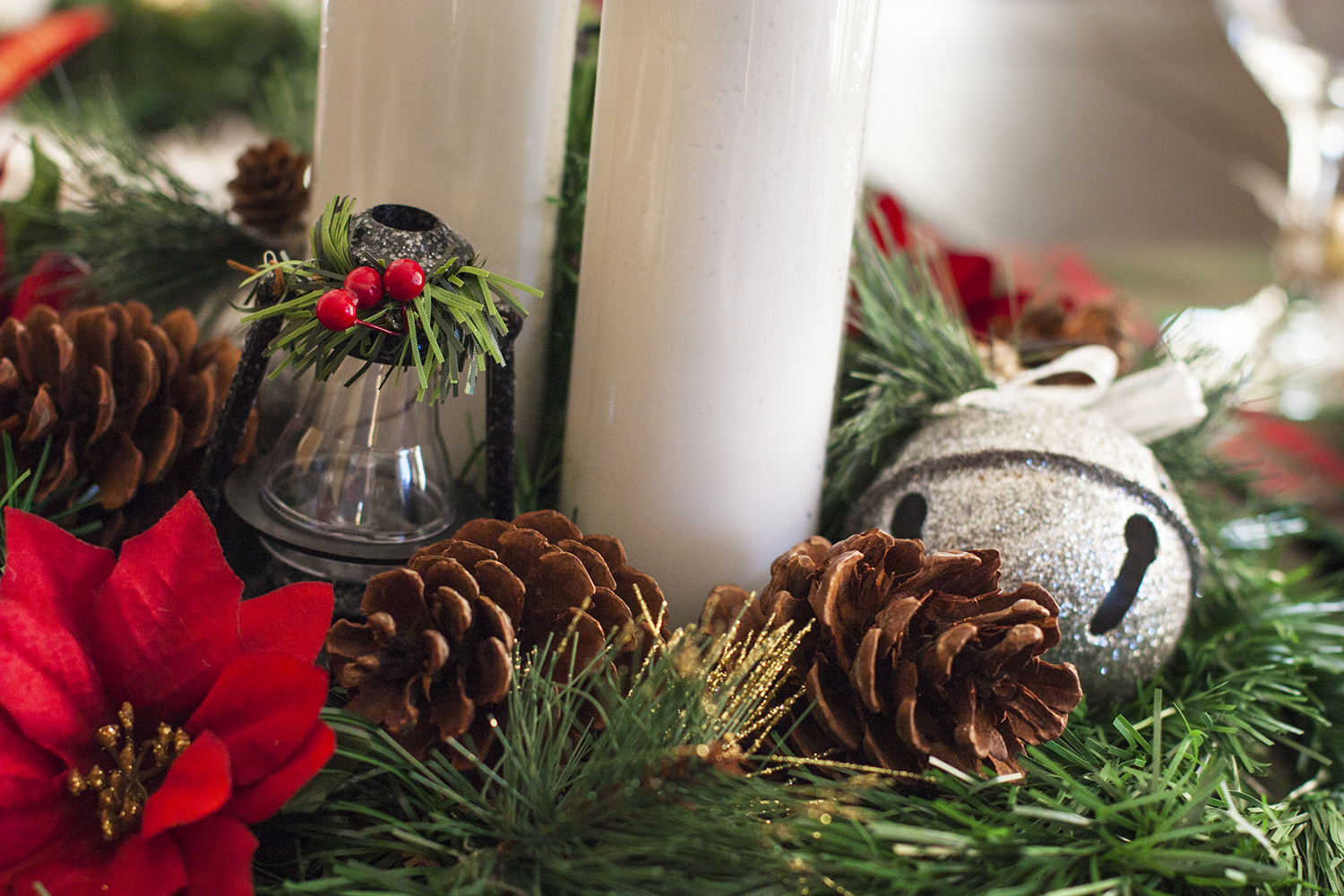 This classic plaid christmas tablescape is made up of