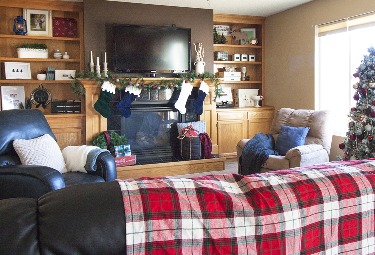 What a beautiful Christmas living room! Love the red plaid blanket and all of the Christmas decor on the built in shelves! Pretty Christmas mantel decor as well. christmas home tour | holiday homes | christmas house | christmas tree pictures | christmas mantel | christmas living room | christmas blog home tour