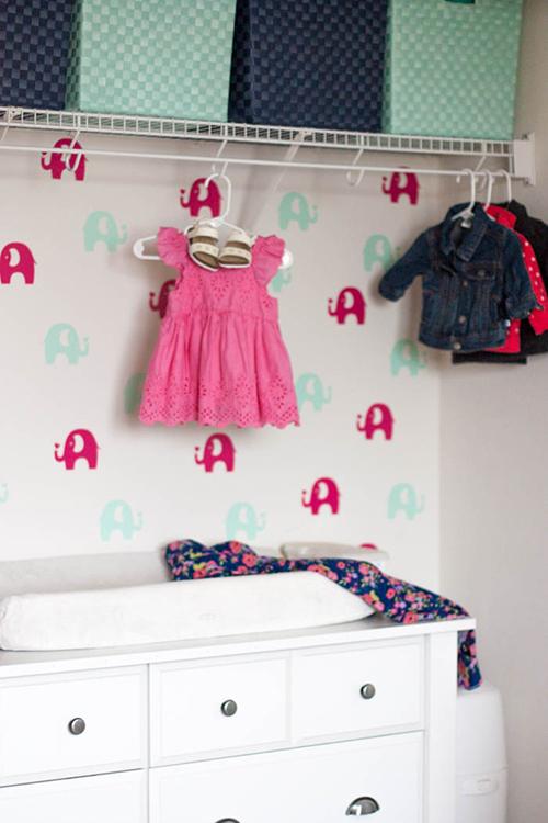 diy-temporary-wallpaper-elephants-in-a-nursery