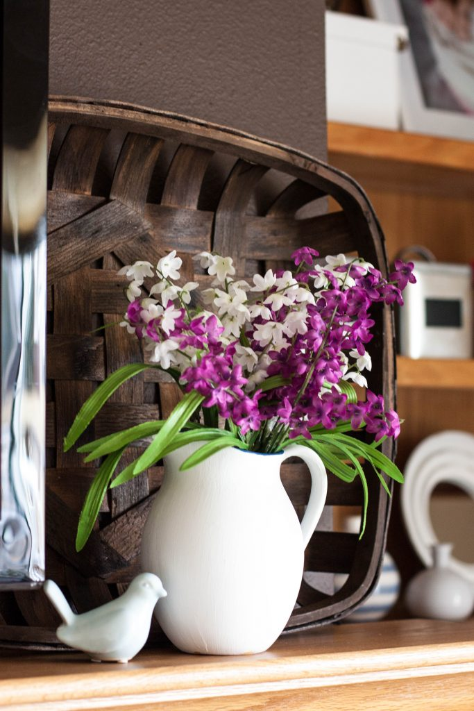 pretty-flowers-to-decorate-fireplace-mantel