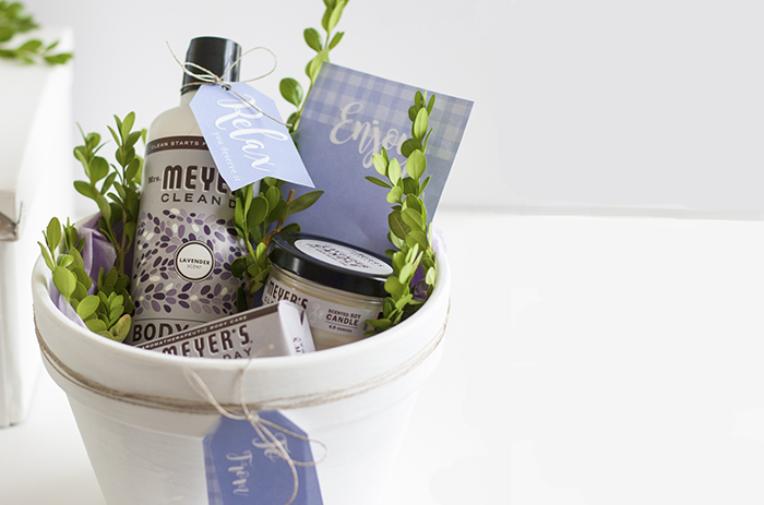 flower-pots-used-as-gift-baskets-with-spa-products-inside