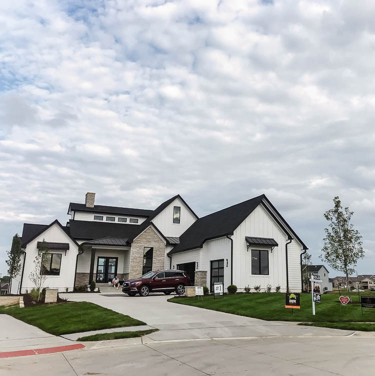 white-and-black-modern-farmhouse