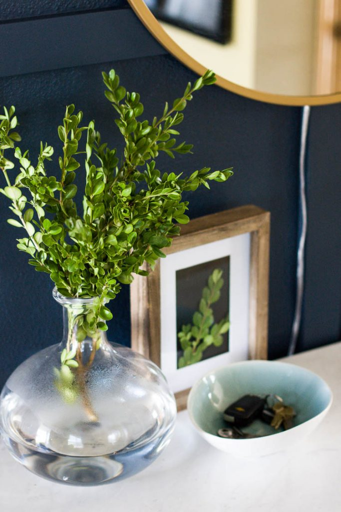 glass-vase-on-entryway-console-table