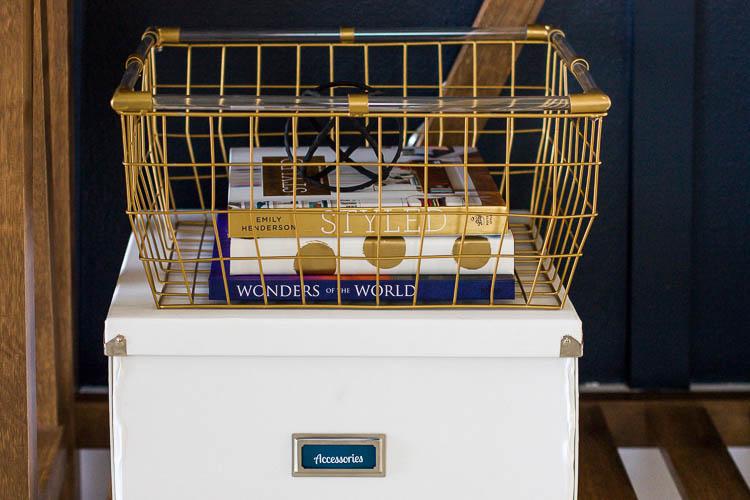 pretty-baskets-in-organized-entryway