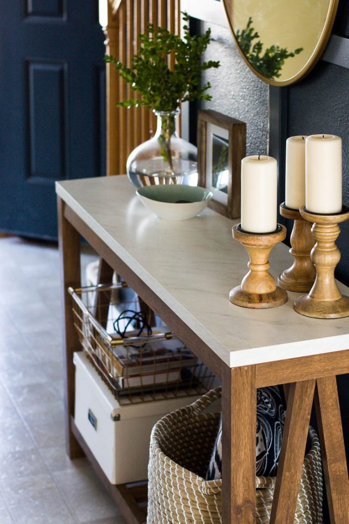 wooden-console-table-in-entryway