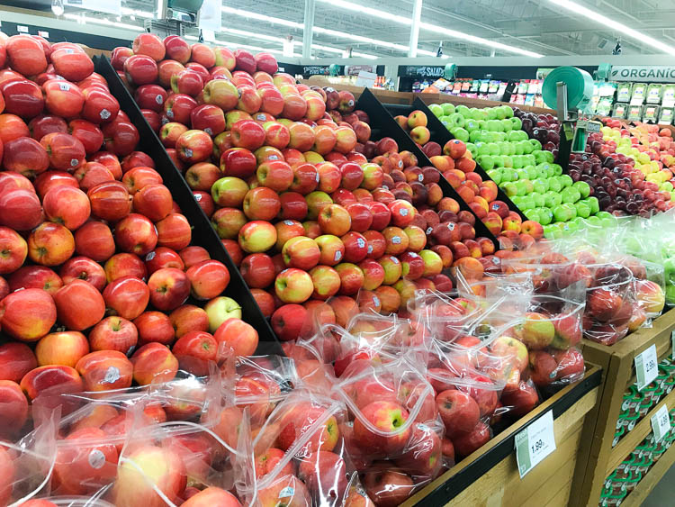 apples-in-a-grocery-store