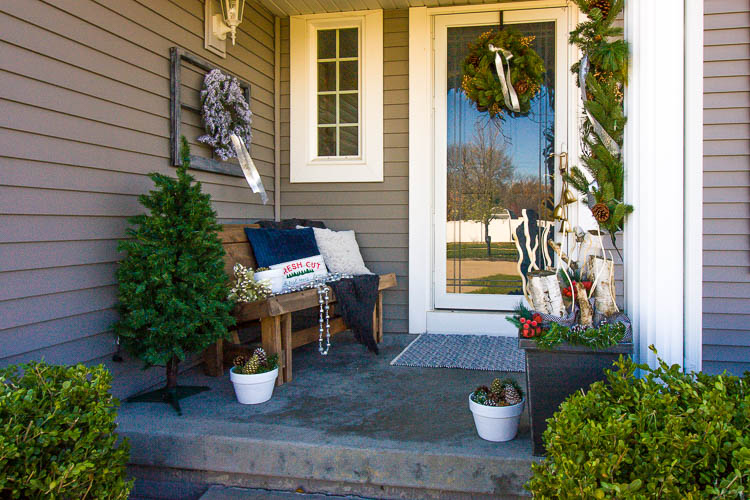 front-porch-christmas-decorations