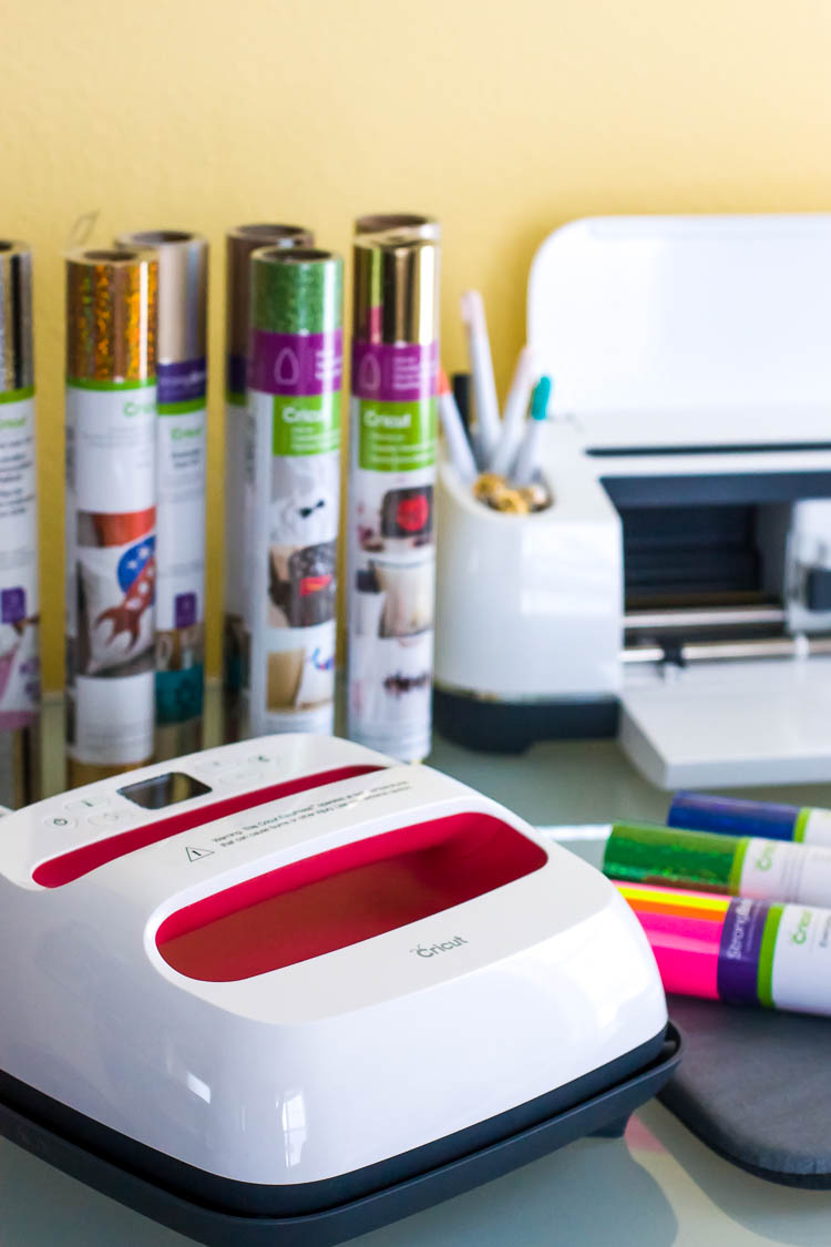 cricut-easypress-on-table