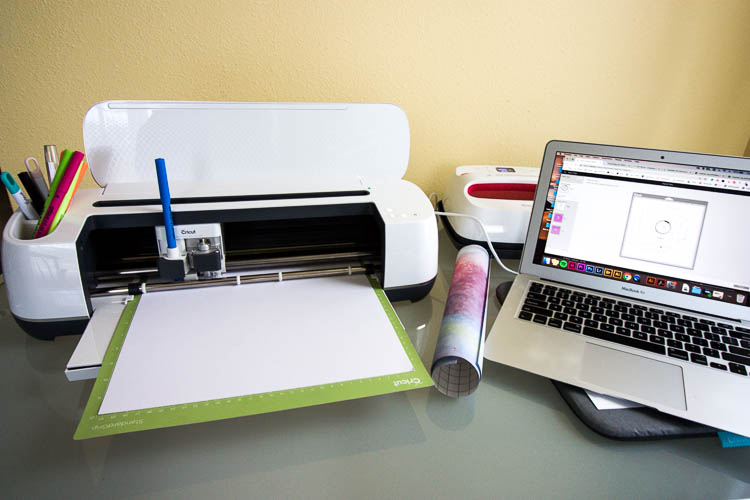 cricut-maker-on-desk