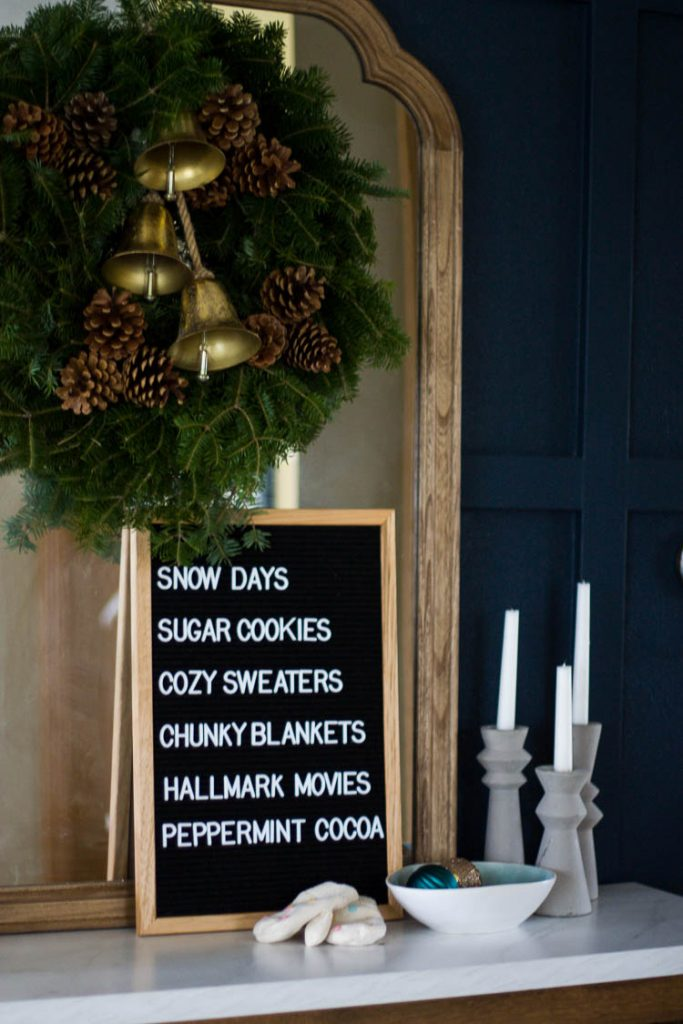 christmas-letterboard-on-entryway-table-with-wreath-over-mirror