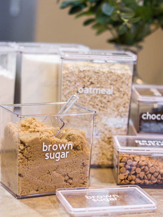 pantry labels with cricut on containers